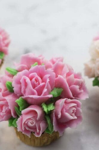 A photo of Mini Rose Bouquet Cupcakes.