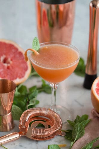 A photo of a Grapefruit Mojito.