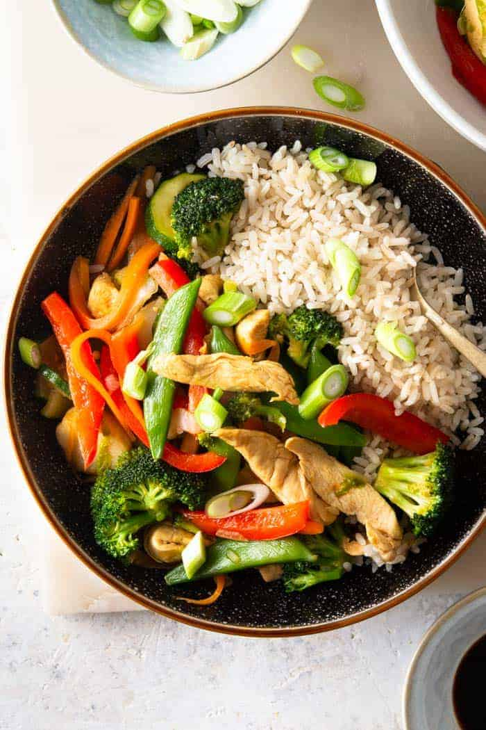 A photo of chicken vegetable stir fry in a bowl ready to serve.