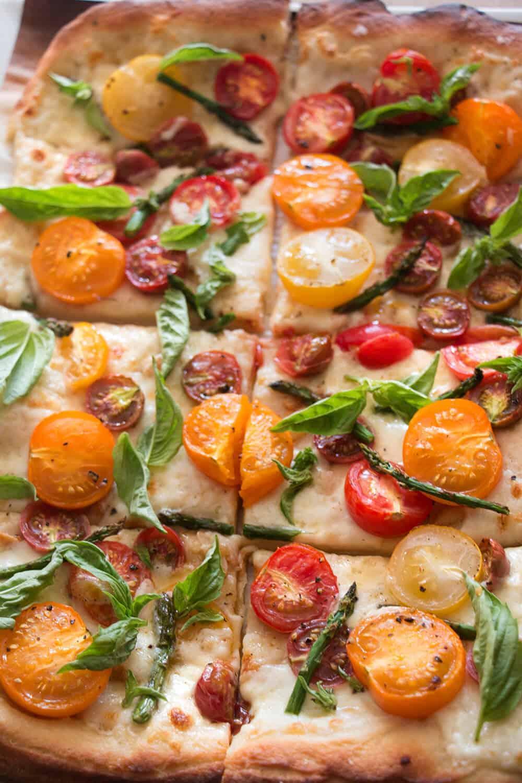Heirloom Tomato White Pizza