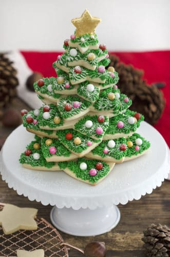 A photo of a Christmas tree cookie.