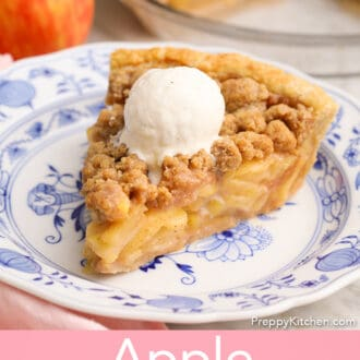 An apple crumble pie on a blue and white plate.