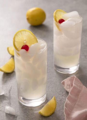 A close up of a Tom Collins cocktail